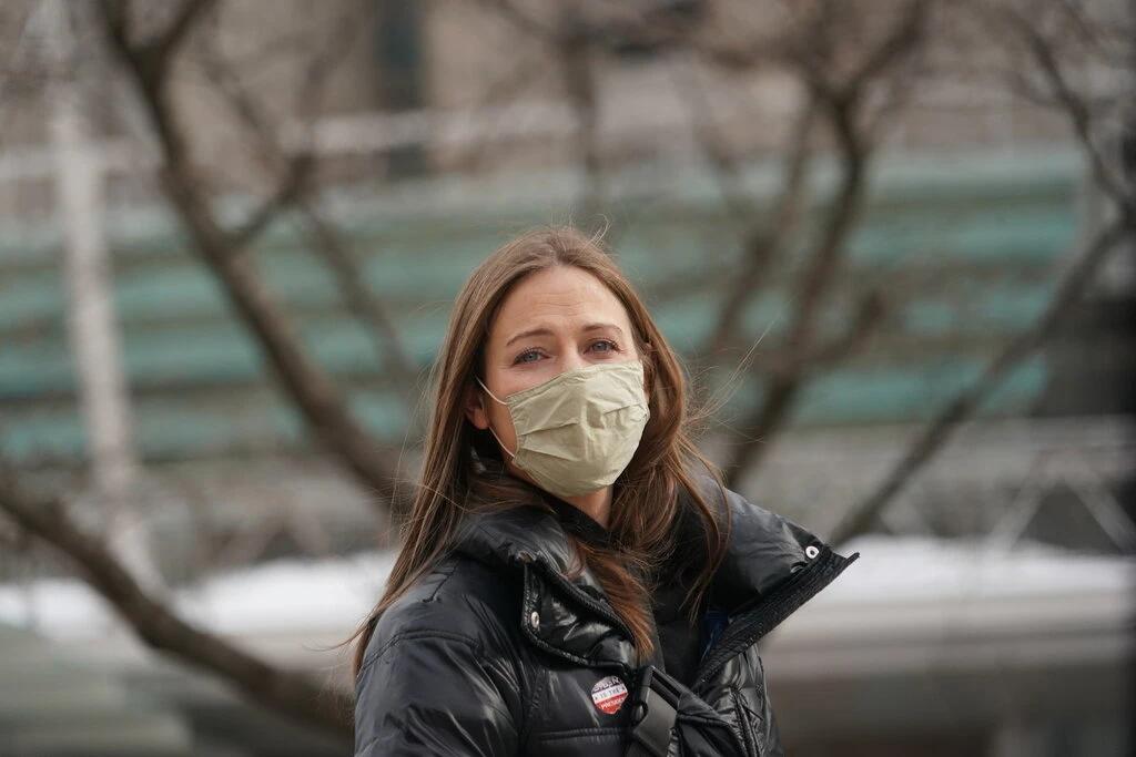 https://www.nytimes.com/2021/02/17/nyregion/waitress-fired-covid-19-vaccine-refusal.html
