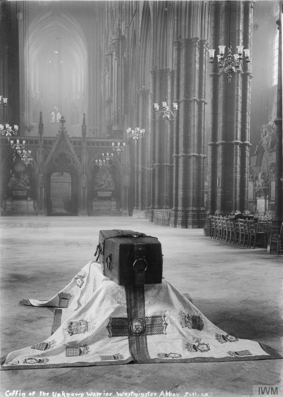 The_Unknown_Warrior_at_Westminster_Abbey,_November_1920_Q31514.jpg
