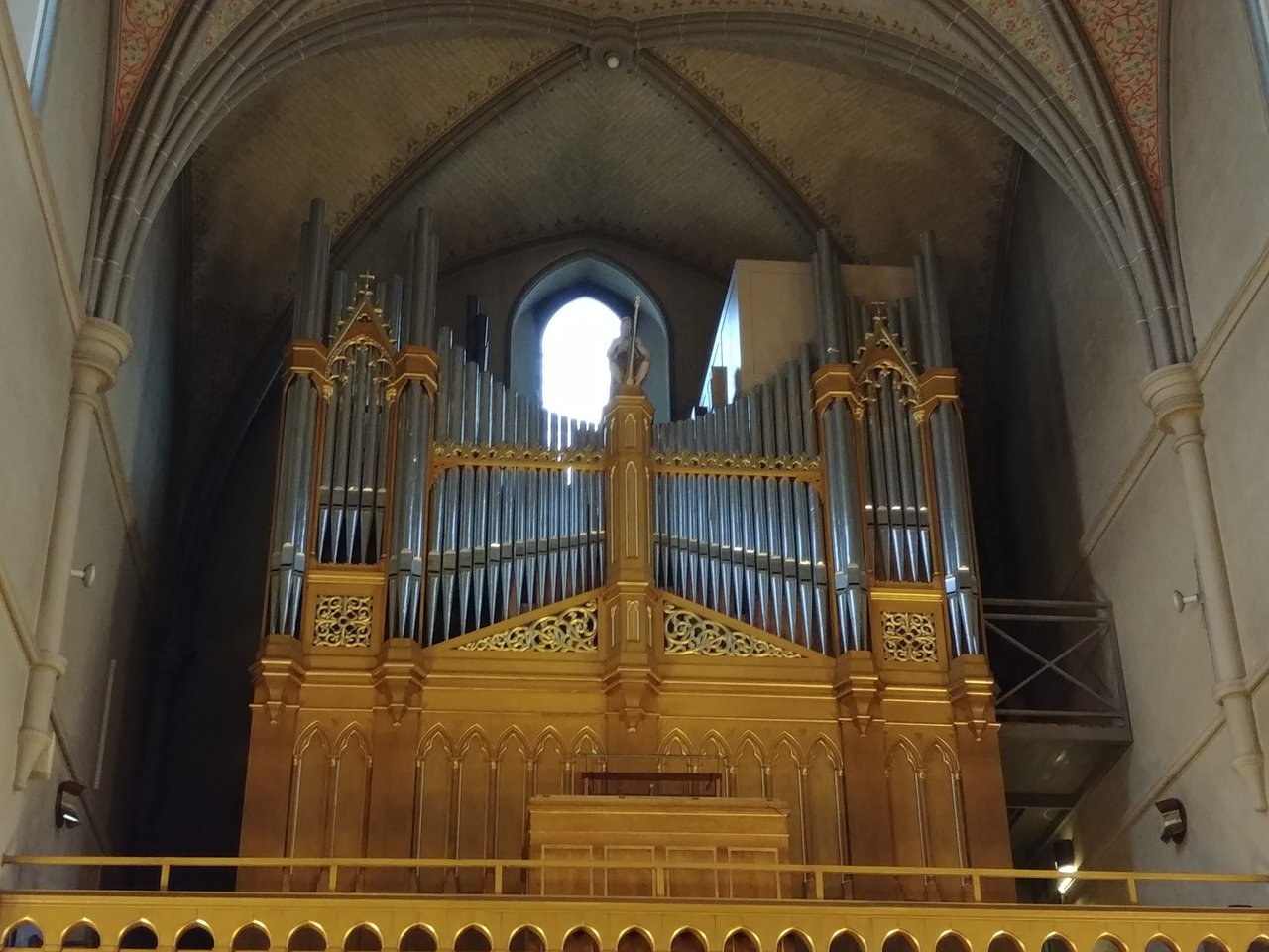 Organ in Orebro, Sweden.jpg